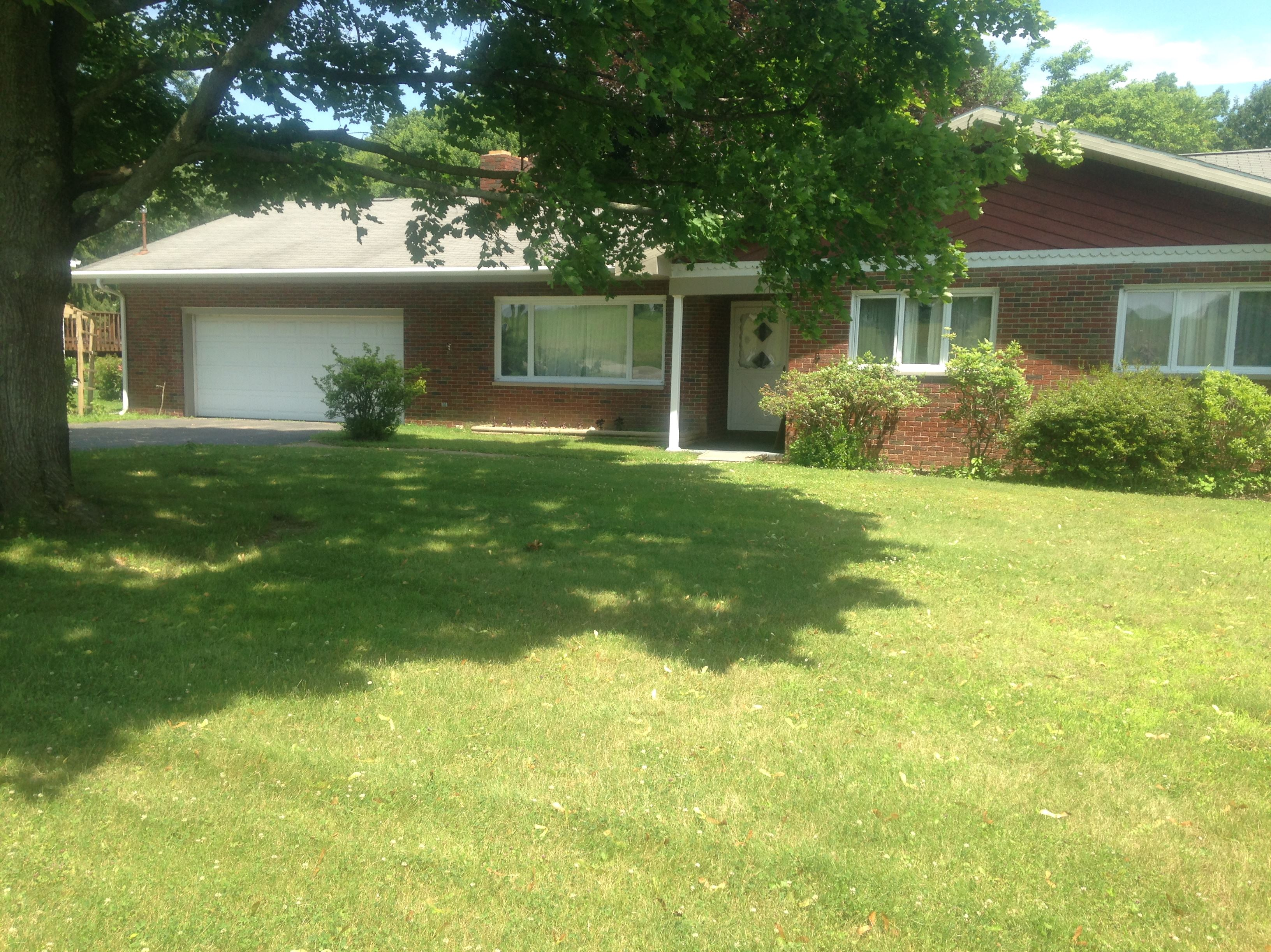 852 W. Old Route 422 - Contingent - New Listing!!852 West Old Route 422, Franklin TwpAttractive brick ranch on a beautiful...